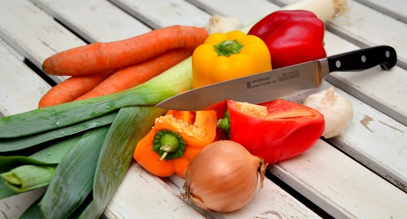 vegetables-knife-paprika-traffic-light-vegetable